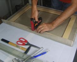 Come montare una tela su un telaio