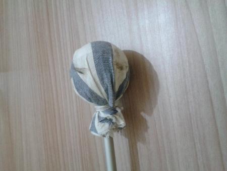 Poggiapolso - Rivestire sfera con straccio tagliato